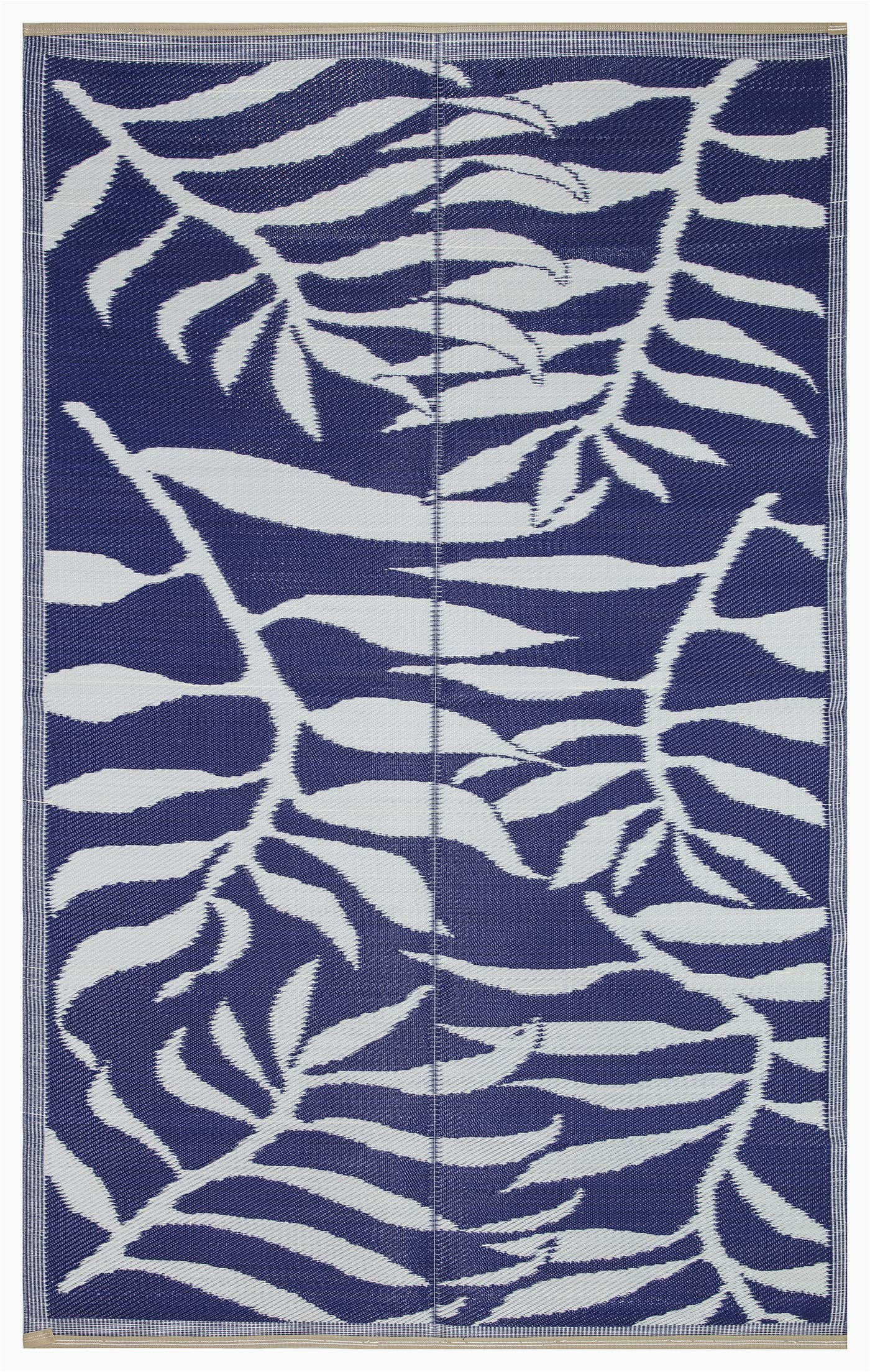 lightweight indoor outdoor reversible plastic area rug 5 9 x 8 9 feet leaf pattern blue white