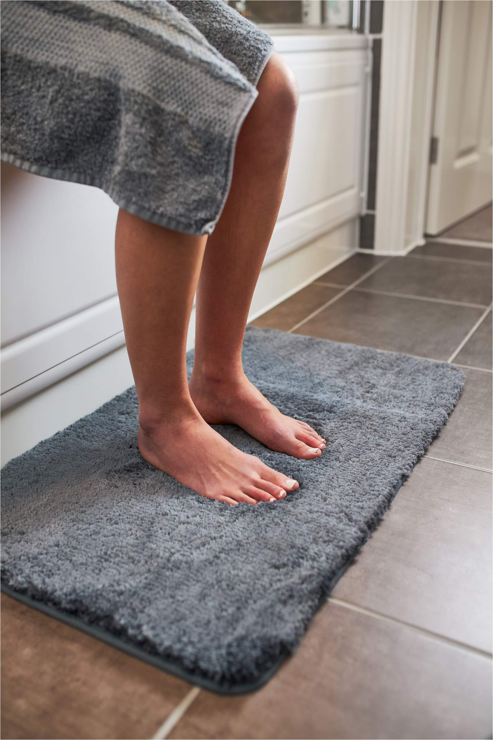 Bath Rugs without Rubber Backing Luxury Grey Bath Mat Microfiber Non Slip Bath Rug with Super soft Absorbent Dry Fast Design for Bath and Shower