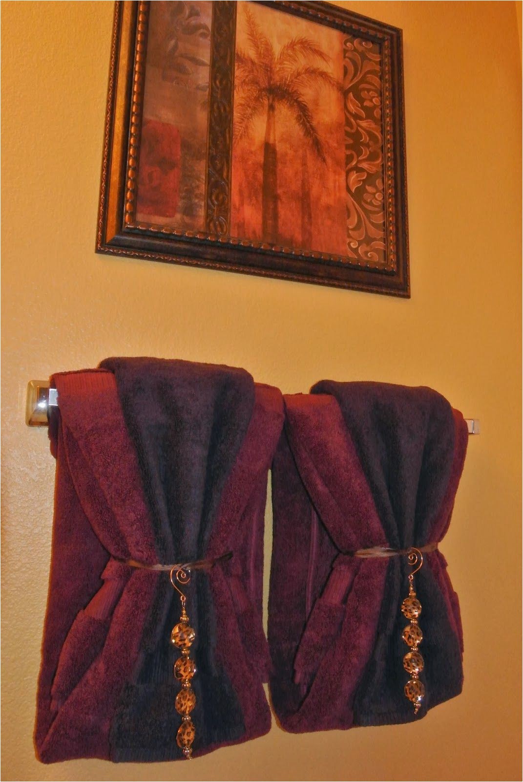 Gold Bath towels and Rugs to Match Bathroom towel Decor Idea Need the Right Color Of towels