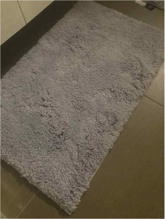 Light Grey Bath Rugs is This Bath Mat Grey or Purple It S Dividing the Internet