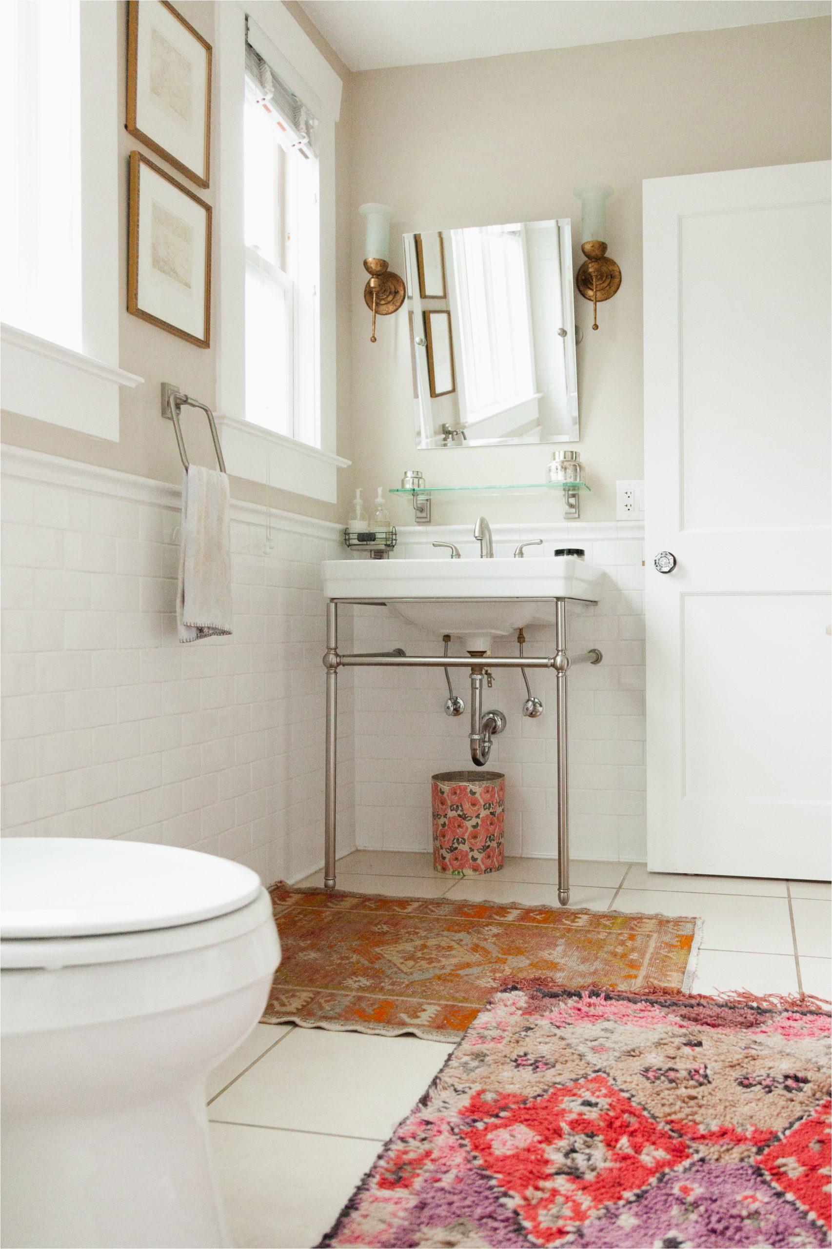 Mid Century Modern Bath Rug Look We Love Using Real Rugs In the Bathroom