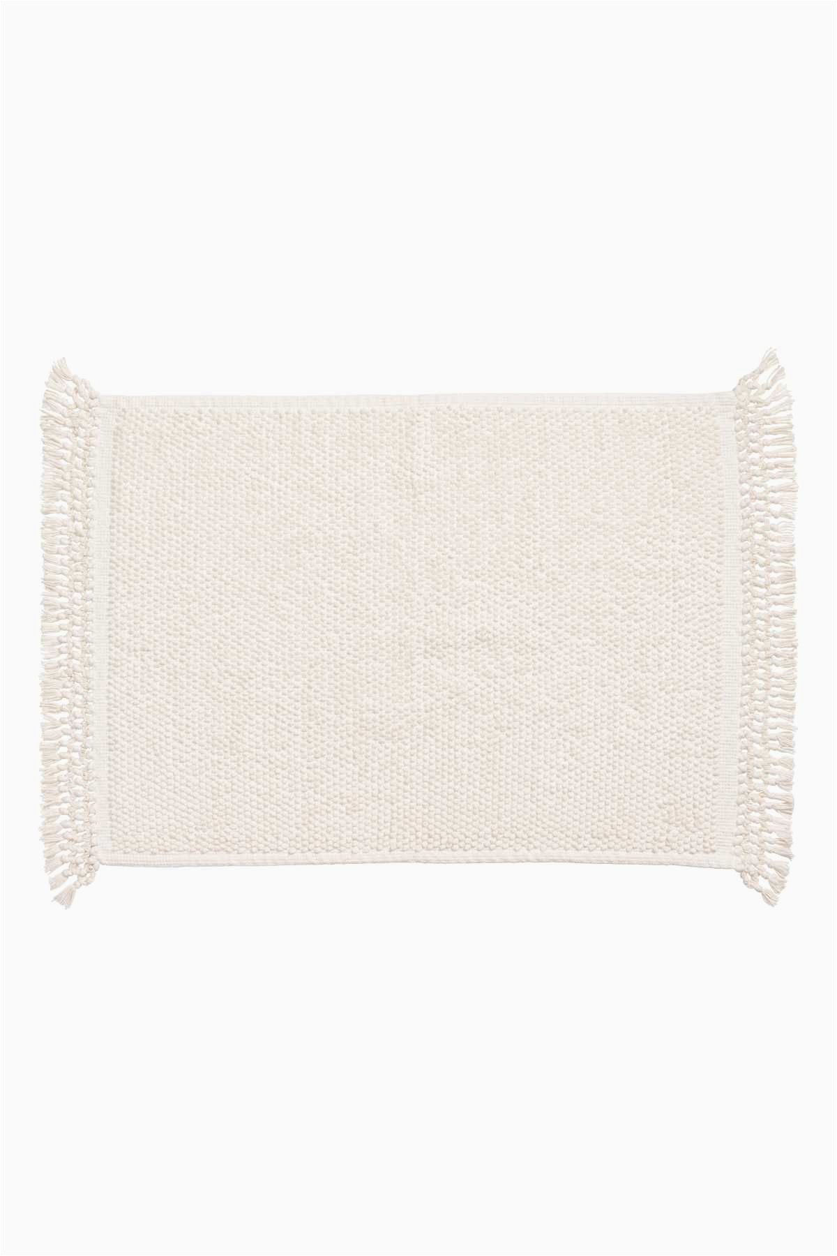 White Bath Rugs Cotton White Bath Mat In Woven Textured Cotton Fabric Knotted