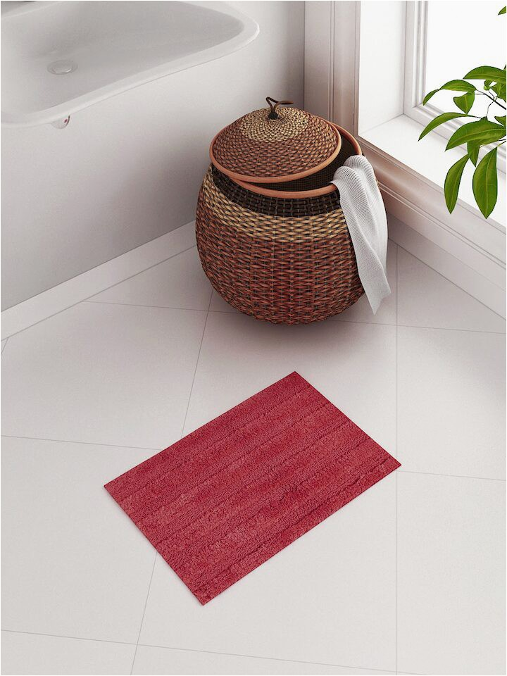 SPACES Swift Dry Red Rectangular Bath Rug 1