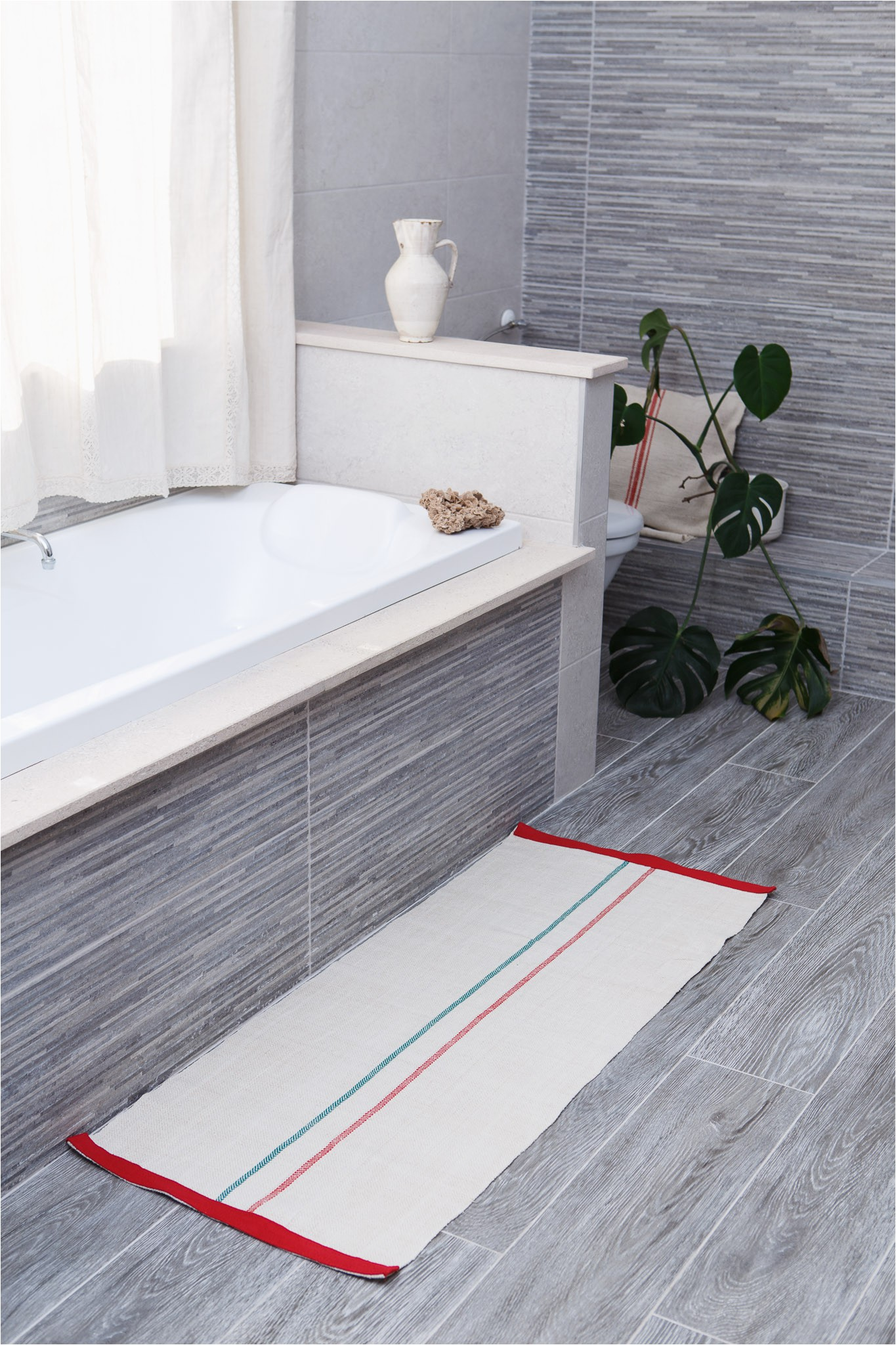 linen and hemp bath rug with red and green stripes